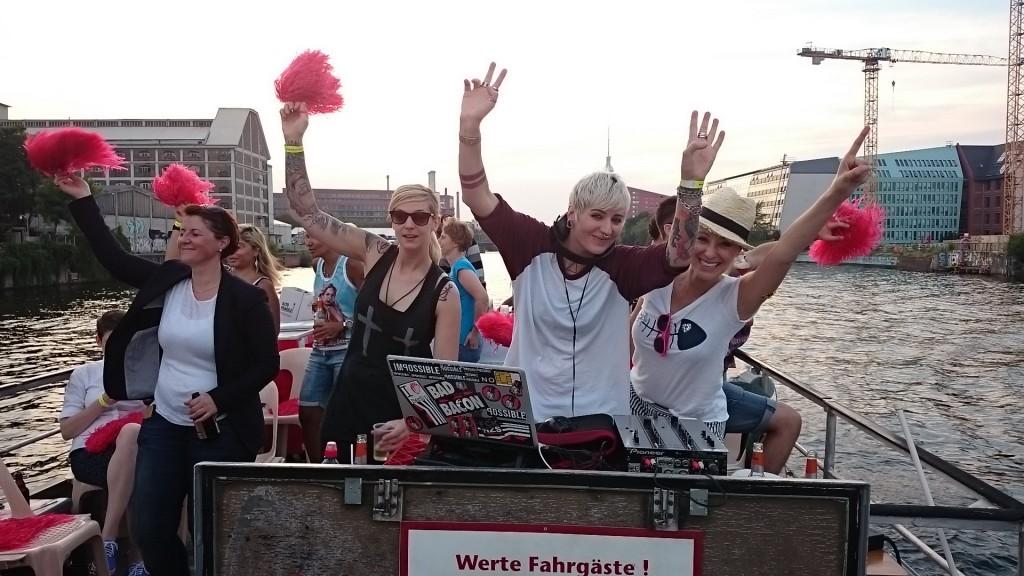 CSD auf der Spree 2016 mit Annie heger (ganz rechts) und DJ Trust.The.Girl (zweite v. rechts)